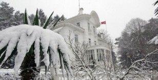 Trabzon'da kar yağışı etkisini sürdürüyor