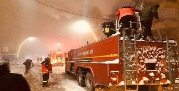 Şırnak'ta yangın, 13 kişi dumandan etkilendi