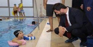 Kağıthane'de herkes yüzme öğrenecek