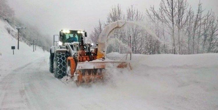 Erzincan'da kar ve tipiden 75 köy yolu ulaşıma kapalı