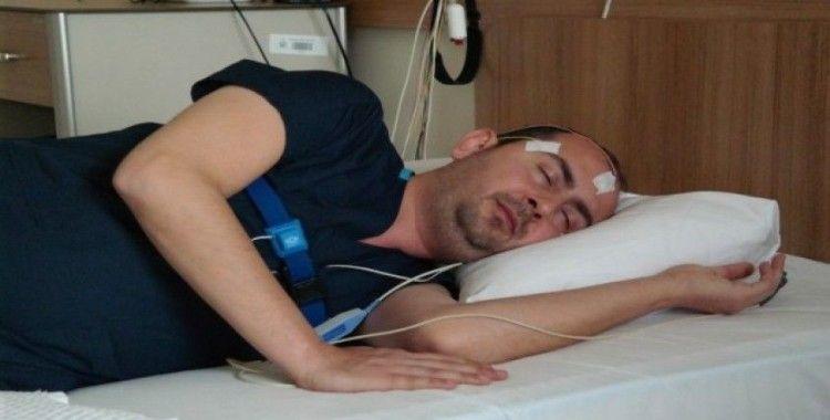 Uyku problemli hastalar ev ortamında mışıl mışıl uyuyor