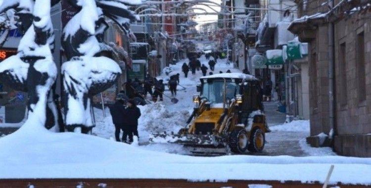 Giresun Belediyesi'nin karla mücadelesi devam ediyor