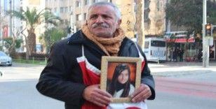İzmir'de evlat nöbetindeki baba eylemini sürdürüyor: 'Ölmek var, dönmek yok'