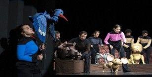 Tiyatroda çocuklara özel kukla oyunu