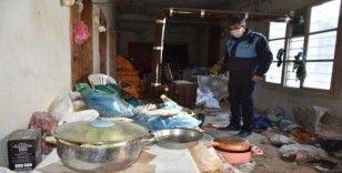 "Tarsus'ta ""çöp evden"" 1 kamyon çöp çıktı"