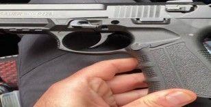 Polis, otomobilde ruhsatsız tabanca ve şarjör ele geçirdi