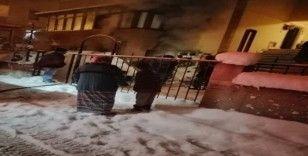 İki katlı evde elektrik kontağından yangın çıktı