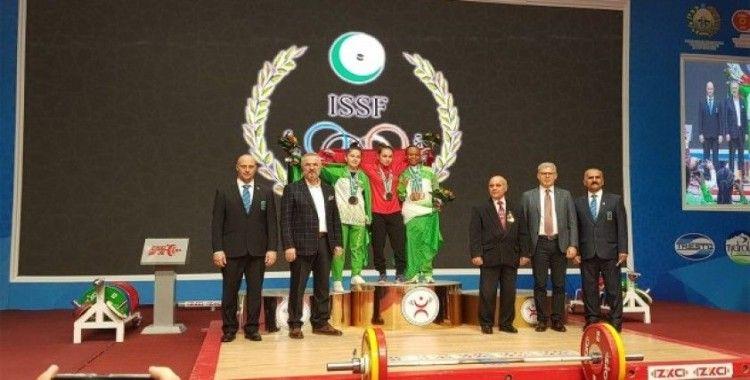 Milli halterci Şaziye Erdoğan Özbekistan'da şampiyon oldu