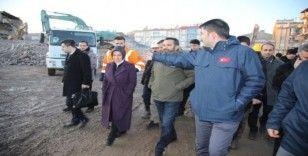 Bakan Kurum deprem bölgesinde incelemelerde bulundu