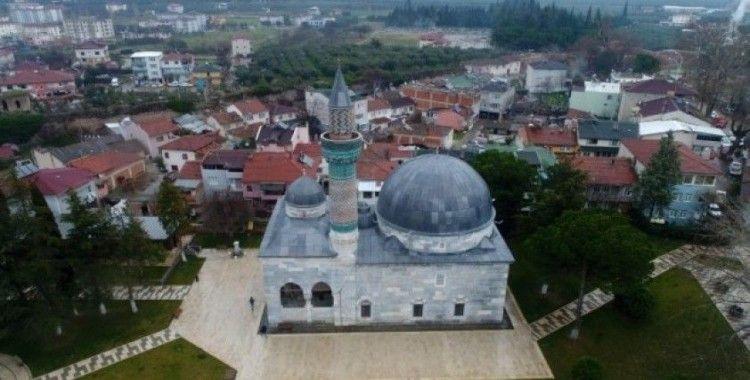Bu caminin minaresinde 12 bin parça çini var