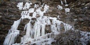 Kırım'daki Uçan Su Şelalesi ilk kez dondu