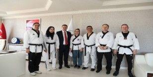 Taekwondoculardan Başkan Ercengiz'e ziyaret
