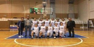 İzmit Belediyespor U-18'de namağlup şampiyon