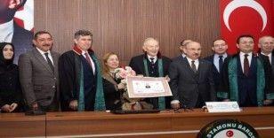 Türkiye'nin en yaşlı avukatı cübbesini giydi