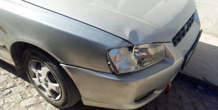 İzmir'de bir yayaya çarparak kaçan aracın sürücüsü yakalandı