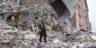Malatya'da kepçe operatörün Kur'an-ı Kerim hassasiyeti