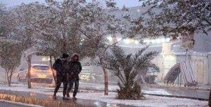 Bağdat'ta 12 yıl sonra yeniden kar yağdı