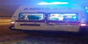 Hasta sevk eden ambulans kaza yaptı: 2 yaralı