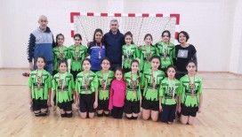 Merkez Ortaokulu Hentbol Küçük Kız Takımı bölge şampiyonu oldu