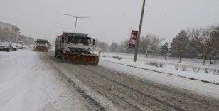 Erzincan Belediyesi'nden karla mücadele çalışması