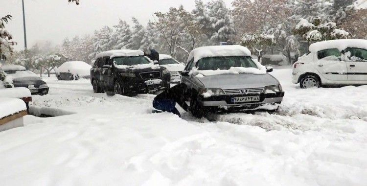 İran'da yoğun kar yağışı: 8 kişi hayatını kaybetti