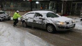 Artvin'de etkili olan kar yağışı trafiği felç etti