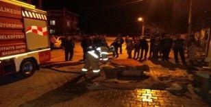 Yangını söndürürken yaralandı
