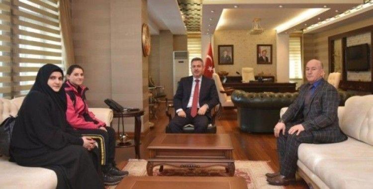Özel sporcu Reşan Çetrez, Vali Elban'ı ziyaret etti