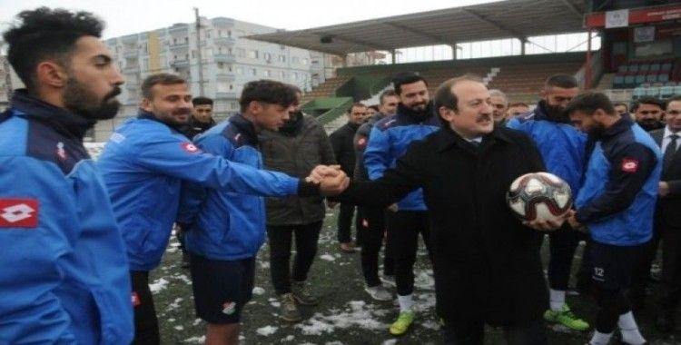 Ligden çekilme kararı alan Cizrespor'a Şırnak Valisi Pehlivan sahip çıktı