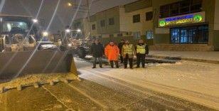 Başkan Beyoğlu kar temizleme çalışmalarında