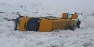 Elazığ'da minibüs devrildi: 8 yaralı