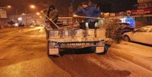 Kahta Belediyesi buzlanmaya karşı tuzlama yaptı