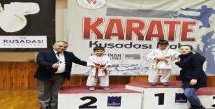 Karateci kardeşler madalyaları topladı
