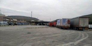Türkiye'den İdlib'e 85 tır insani yardım
