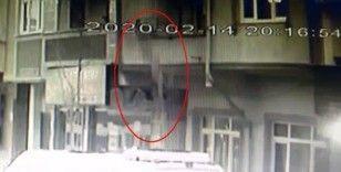 Bağcılar'da 8 yaşındaki çocuk 3. kattan düşerek yaralandı