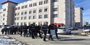 Siirt merkezli 4 ilde oto hırsızlığı operasyonu: 9 gözaltı