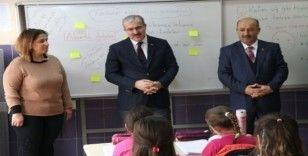 """Vali Toraman: """"Öğretmen eğitimde mihenk taşıdır"""""""