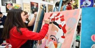 Geleceğin sanatçılarının eserleri valilik binasında sergileniyor