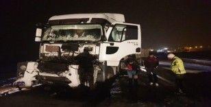 Gölbaşı ilçesinde iki tır çarpıştı:  2 kişi yaralandı