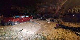 Otomobil evin duvarına çarptı: 4 yaralı