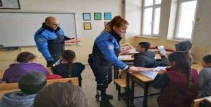 Hakkarili öğrencilere polislik mesleği anlatıldı