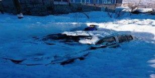 Adana Tufanbeyli'de kar insan boyunu geçti