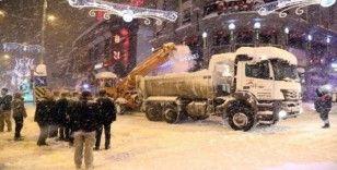 Van son 52 yılın en büyük üçüncü kar yağışını aldı
