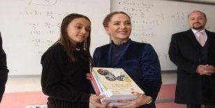 Uşak Valiliği 4 bin 14 öğrenciye LGS kitabı hediye etti