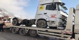 Siirt'te mazot yüklü kamyon devrildi, sürücü araçtan atlayarak kurtuldu