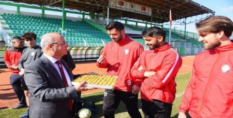 Başkan Kayda'dan, futbolculara tatlı destek