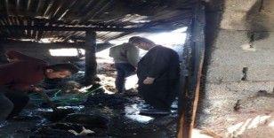 Yakacak kömürleri yangında kül oldu