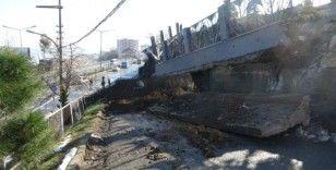 Trabzon'da karayolunun duvarı çöktü