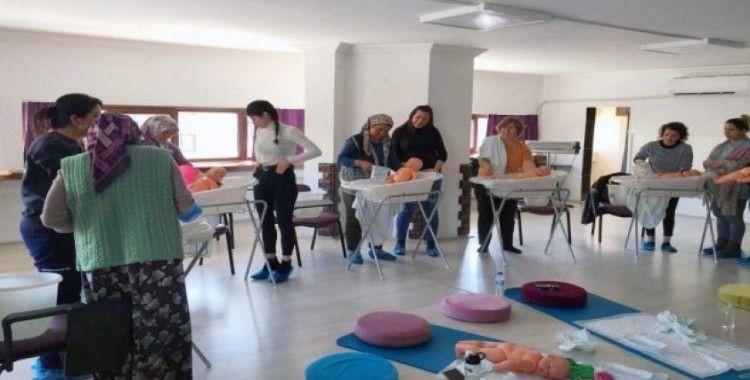 Gebe okulunda büyükannelere eğitim