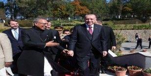 Cumhurbaşkanı Erdoğan, cuma namazını Pakistanlı mevkidaşı ile kıldı